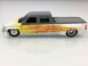 HOT WHEELS CHEVROLET CREW CAB