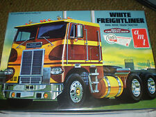 AMT 620 WHITE FREIGHTLINER 1/25 SCALE MODEL KIT DUAL DRIVE TRUCK TRACTOR NEW NIP