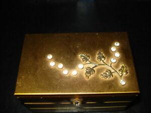 Vintage Jewelry Trinket Box Goldtone Product NYC USA