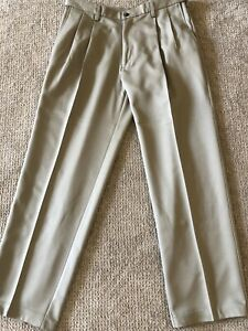 Haggar Dress Pants Comfort Waist Pleated Front Size 34/30 Few Marks