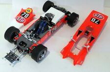 Voitures de courses miniatures rouge pour la Lotus et Lotus