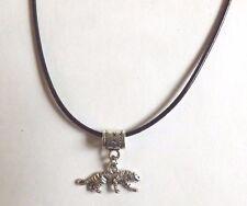 collier ciré noir 47 cm avec pendentif tigre