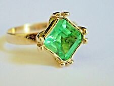 9CT YELLOW GOLD & LARGE SQUARE CUT EMERALD GREEN SAPPHIRE RING