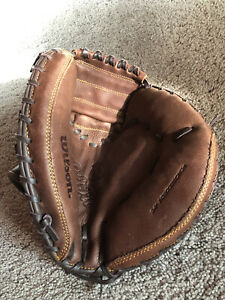 "Wilson A800 Catcher's Mitt. Right Hand Throw. 34"". New W Out Tags"