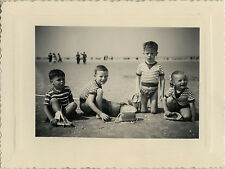 PHOTO ANCIENNE - VINTAGE SNAPSHOT - ENFANT JEU JOUET PLAGE MODE - CHILD BEACH