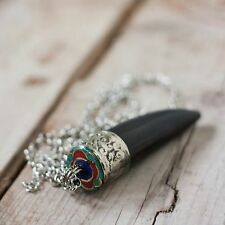 Colgante cuerno Tibetano hueso negro turquesa y coral Amuleto boho unisex