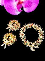 TARA D&E GOLD-TONE MULTICOLORED RHINESTONE CHRISTMAS WREATH BROOCH EARRINGS SET