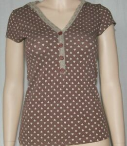 New short sleeve top brown tan hearts faux button henley style hooded Medium