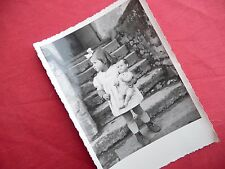 PHOTO ANCIENNE - VINTAGE SNAPSHOT - ENFANT avec POUPÉE POUPON - CHILD DOLL TOY 1