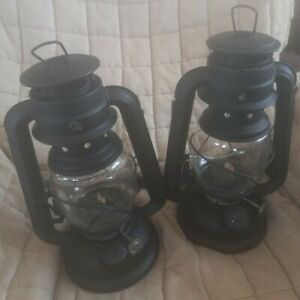 """Two Farms Lamplight CA02 OIL Lamps lantern HM102 good condition 9"""" tall"""
