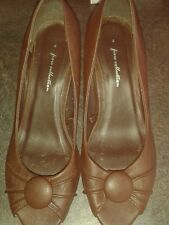 Brown ladies shoes. Size 4
