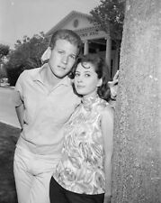 PEYTON PLACE - TV SHOW PHOTO #15 - BARBARA PARKINS + RYAN O'NEAL