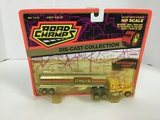 ROAD CHAMPS MACK PILOT GAS TRACTOR TRAILER SEMI 1:87 HO SCALE
