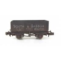 Gaugemaster GM2410102 N Gauge 7 Plank Wagon South & Gasson 105 Weathered
