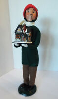 Byers Choice 2009 THE CAROLERS Man Holding Christmas Village House EXCELLENT #50
