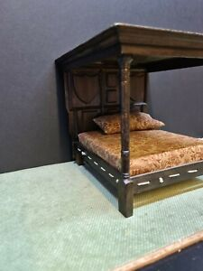 Doll House Tudor canopy double bed 1.12th