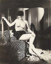 Org Vintage 40s-50s Nude Photo- Well Endowed Brunette Takes Off Stockings- Heels