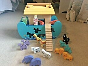 Wooden Noah's Ark Shape Sorter by Le Toy Van