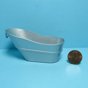 Dollhouse Miniature Old Fashion Wash Tub in Metal IM65388
