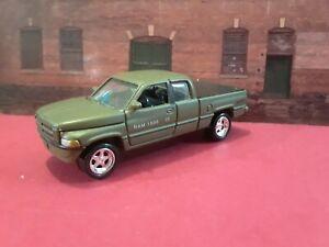 Jhonny Lightning 1:64 1996 Dodge Ram V8 Truck w/Removable Truck Bed Cover. Green