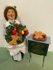 Byers Choice Christmas Caroler 1997 Maid, Wreath, Hot Spiced Gingerbread Stand