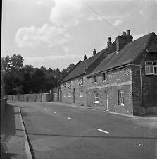 B/W 6x6 negativ Chilton Foliat Wiltshire Dorf Szene 1952 + Copyright DB1235