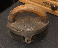 Antico OTTO Ghisa Ferro da stiro a gas sadiron elpitical forma manico in legno