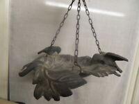 Deco jardin veranda fontaine baignoire mangoire a oiseaux forme feuille