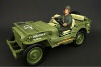 WWII US ARMY Soldier #4, American Diorama 77413 - 1/18 Scale Hand Painted Figure