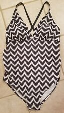 NWOT Liz Lange Maternity Women's Gray/White Chevron 1 PC Swimsuit Large L