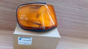 Turn Signal Front Right fits Saab 9000 4344040 Genuine