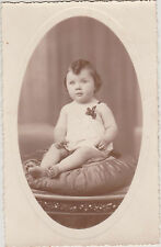 PHOTO ANCIENNE CPA- BEBE avec CHOUPETTE-MEDAILLE/ROBE BLANCHE/RUBAN/COUSSIN