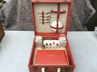SIRRAM VINTAGE CHINA PICNIC SET IN RED CASE lot E220519G