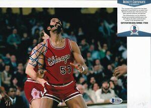 ARTIS GILMORE signed (CHICAGO BULLS) Basketball 8X10 photo BECKETT BAS Y75610