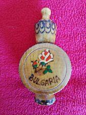 Ancien porte-aiguille de couture en bois décoré de fleurs (Bulgaria - Bulgarie)