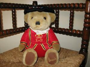 Harrods Knightsbridge UK Beefeater Guard Bear 11 inch Retired