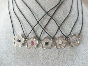 15 Halsketten,feine Kautschukketten mit Blumenanhänger,bunten Strass und Glitter
