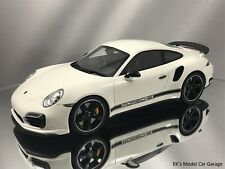 GT Spirit Porsche 911 991 Turbos S Exclusive GB Edition Display Case White 1:18