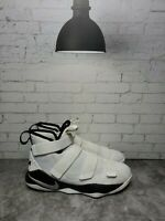 NIKE Lebron James Soldier XI Men's 943155-106 White/Black Sneakers Size 6