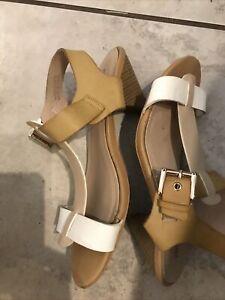 Clarks Profile Sandals Size 4