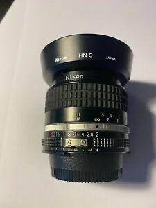 Nikon NIKKOR 35mm f/2 AI-S Lens AIS with HN-3 Lens Hood