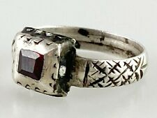 Silver & enamel ring with a garnet. Spanish, 18th century. Antique Jewellery OLD