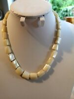 Stunning Vintage Art  Deco 30's Mother of Pearl necklace with lovely box clasp