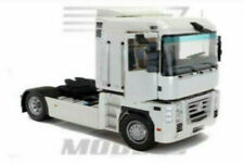 Camion 4x2 RENAULT Magnum et citerne 2 essieux blanche NEW10023