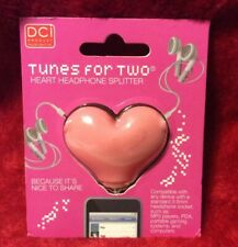 Dci Tunes for Two - Heart shaped headphone splitter (3.5mm audio jack)