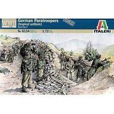 WWII German Paratroopers (Tropical Uniform) Plastic Kit 1:72 Model ITALERI