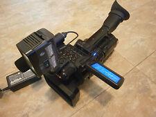 Sony HVR-Z1 + TRV900 + Microphone + Video Light + 1 Battery