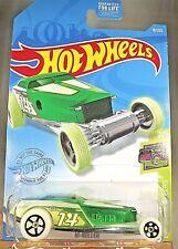 2021 Hot Wheels #18 HW Glow Racers 2/5 HI-ROLLER Green/White w/Glow in Dark Whls