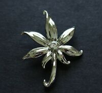 BROOCH silver-tone in excellent condition rhinestone flower