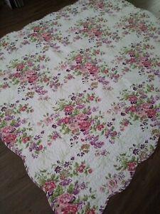 """Lavender Pink & Violet Floral Quilt STRIPED BACK SCALLOPED EDGE 67 x 84"""""""